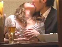 居酒屋で泥酔して一線を越えてる男女がいたのでこっそり盗撮
