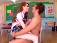 ヤリチンもドン引きするくらいエッチなJKとの学校内SEX
