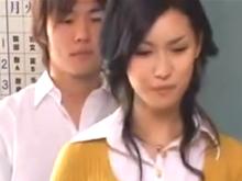 イケメンの男子生徒と女教師はシャワールームで中出しSEXする関係