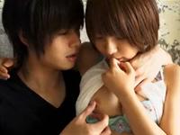 イケメンとキスして乳首がたっちゃう美少女