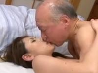 義理の父親と恋愛!老人と美人妻の激しい中出しセックス