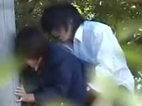 あの二人付き合ってたの!?学校ではおとなしい男女が公園でエッチしてた