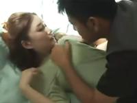 夫婦のベッドで不倫相手と激しいギシアン!無理矢理SEXで喘ぐ人妻