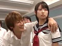 教室でクラスメイトの男子学生に輪姦される黒髪JK