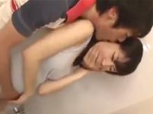突然迫ってきた旦那の友人の強引なキスと巨根でイキまくった