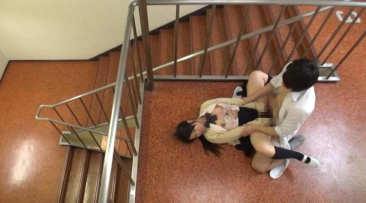 同級生とエッチしてしまう女子校生…10